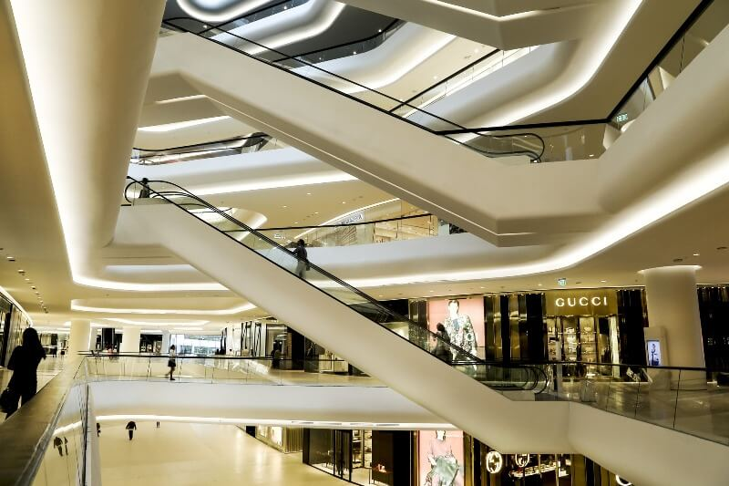 La iluminación en tiendas de centros comerciales