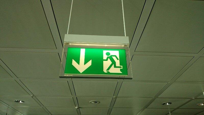 ¿Dónde es obligatorio el alumbrado de emergencia?